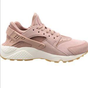 Nike Shoes - 🆕 Women's WMNS Air Huarache Run Trainers